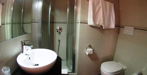 阿瓜维瓦公园酒店 - 费拉约港 - 浴室