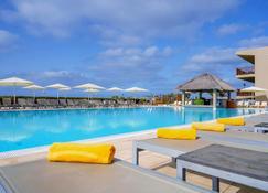 绿洲萨利纳斯海酒店 - 圣玛丽亚 - 游泳池