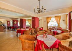 Hotel Villa Antares - 斯维诺乌伊希切 - 餐馆