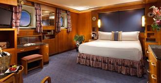 玛丽皇后酒店 - 长滩 - 睡房