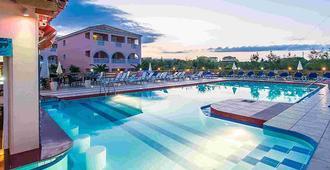 拉加纳斯萨瓦斯酒店 - 拉加纳斯 - 游泳池