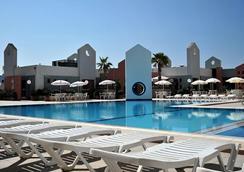 圣乔治公园酒店 - 圣朱利安斯 - 游泳池