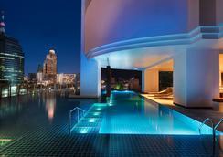 曼谷千禧希尔顿酒店 - 曼谷 - 游泳池