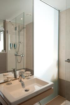柏林米特泰坦尼克舒适酒店 - 柏林 - 浴室