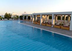 拜亚拉腊酒店 - 昆都 - 游泳池