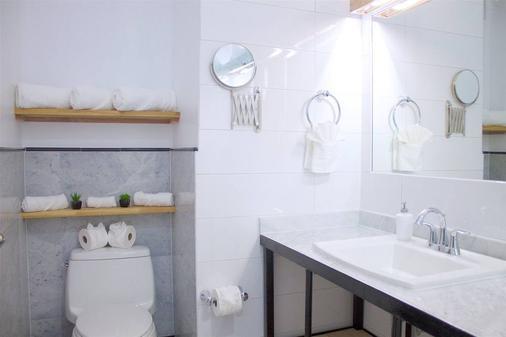 箱之屋酒店 - 布鲁克林 - 浴室