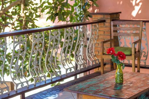 波萨达多森特罗欧斯特酒店 - 布希奥斯 - 阳台