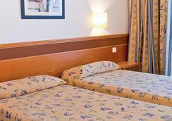 地中海普莱雅索尔集团酒店 - 伊维萨镇 - 睡房