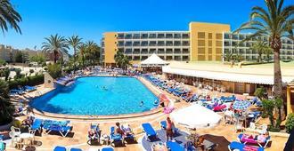 普拉亚索尔马雷诺斯特鲁姆酒店 - 伊维萨镇 - 游泳池