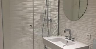 埃菲尔铁塔雷拉斯12比思住宿加早餐旅馆 - 巴黎 - 浴室