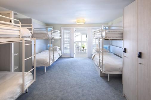 尼亚住宿加早餐旅馆 - 成人专属 - 基韦斯特 - 睡房