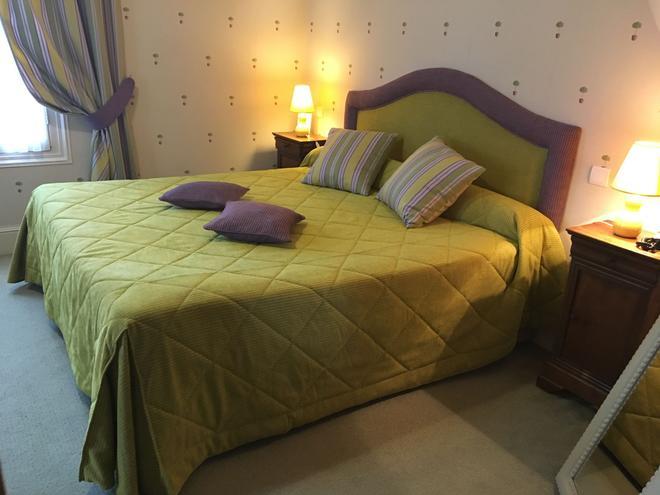 马诺尔圣托马斯酒店 - 阿姆博斯 - 睡房