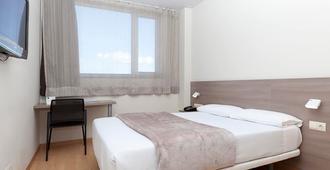 马德里顶点酒店 - 马德里 - 睡房