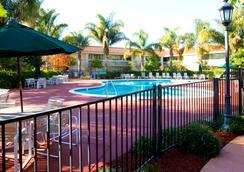 圣何塞机场温德姆花园酒店 - 圣何塞 - 游泳池