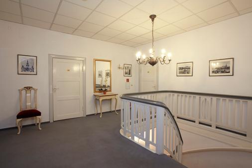 施劳斯维比斯酒店 - 塞巴特黑灵斯多夫 - 门厅