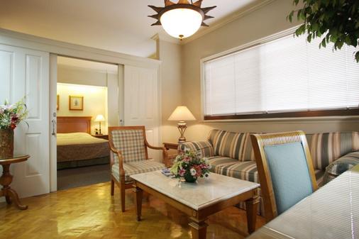 Sunny Bay Suites - 马尼拉 - 客厅