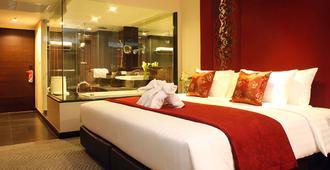 曼谷是隆富丽华酒店 - 曼谷 - 睡房