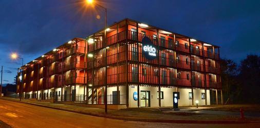 勒芒艾克洛酒店 - Le Mans - 建筑