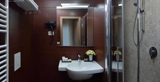 罗西尼酒店 - 佩萨罗 - 浴室