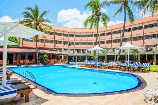天堂海滩酒店 - 尼甘布 - 游泳池