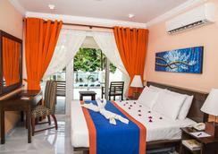 天堂海滩酒店 - 尼甘布 - 睡房