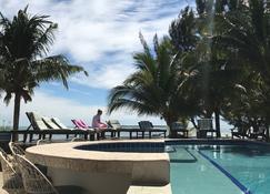 玛雅海滩酒店 - 珀拉什奇亚 - 游泳池