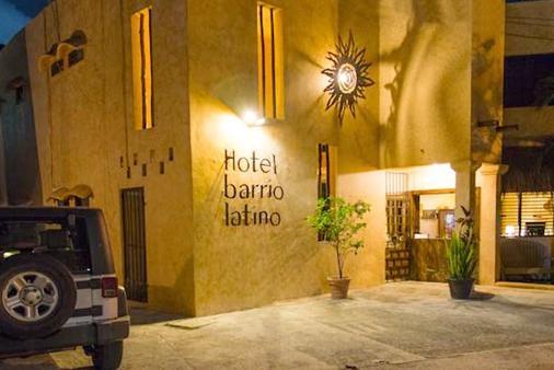 巴里奥拉丁酒店 - 卡曼海灘 - 建筑