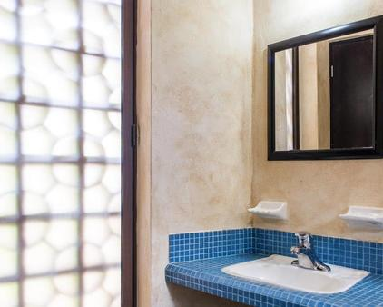 巴里奥拉丁酒店 - 卡曼海灘 - 浴室