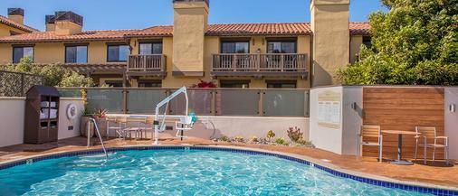 阿夫雷戈酒店 - 蒙特雷 - 游泳池