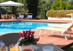 Residence Poggio Del Golf - 佛罗伦萨 - 游泳池