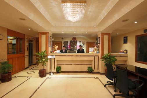 Hotel Nandan - 古瓦哈蒂 - 柜台