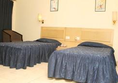 维士瓦拉塔纳酒店 - 古瓦哈蒂 - 睡房