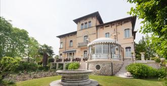 玛丽亚别墅酒店 - 代森扎诺-德尔加达 - 建筑