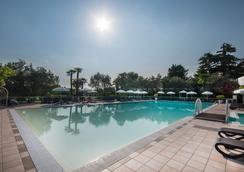 玛丽亚别墅酒店 - 代森扎诺-德尔加达 - 游泳池