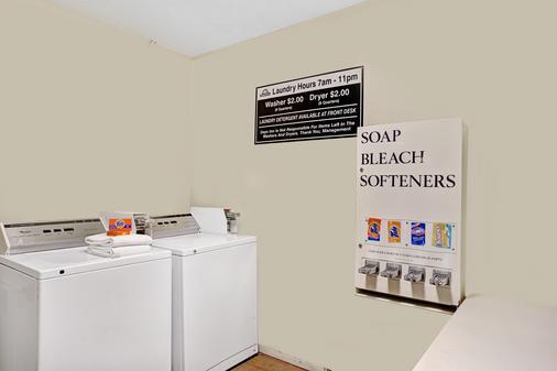 西部戴斯汽车旅馆 - 圣奥古斯丁 - 洗衣设备