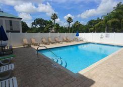 莱克兰戴斯套房酒店 - 莱克兰 - 游泳池