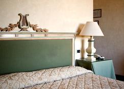 杜卡勒酒店 - 古比奥 - 睡房