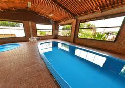 伊瓜苏殖民风格酒店 - 伊瓜苏 - 游泳池