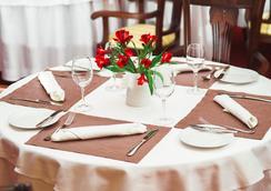 Heliopark Residence Hotel - Penza - 餐馆