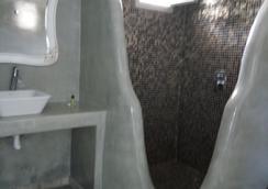 费拉蓝色套房及温泉酒店 - 费拉 - 浴室