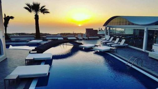 费拉蓝色套房及温泉酒店 - 费拉 - 游泳池