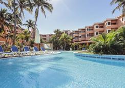 比莱夫体验拉莫拉斯酒店式酒店 - 巴拉德罗 - 游泳池