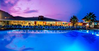 水手海滩俱乐部酒店 - 凯麦尔 - 游泳池