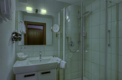 肯尼格索夫健康景观酒店 - 上施陶芬 - 浴室