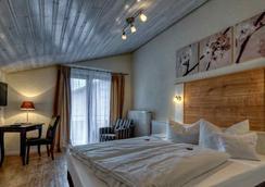 加尔尼宫廷酒店 - 上施陶芬 - 睡房