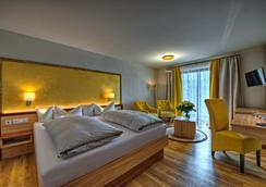 肯尼格索夫健康景观酒店 - 上施陶芬 - 睡房