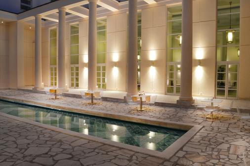 艾瑟达帕拉佐酒店 - 那不勒斯 - 游泳池