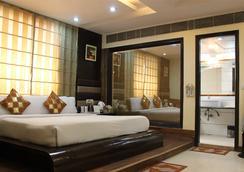 Daanish Residency Hotel - 新德里 - 睡房