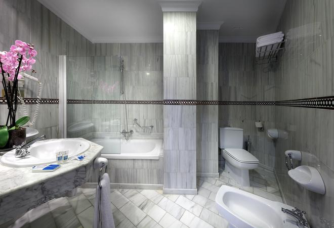 艾克塞特里安佛酒店 - 格拉纳达 - 浴室