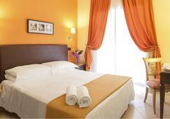 图索拉纳酒店 - 罗马 - 睡房